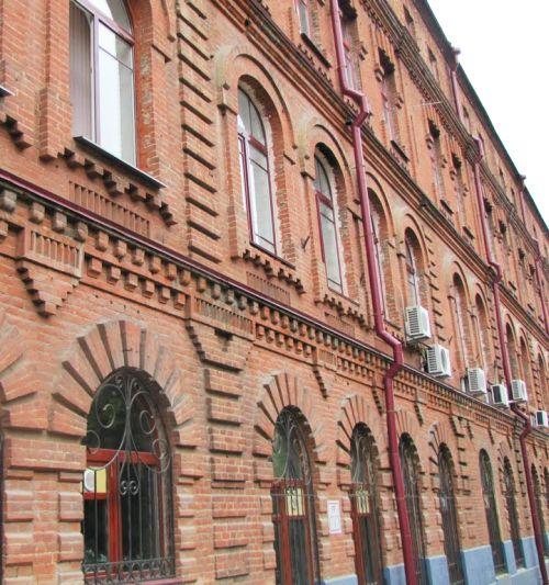 Дом по ул. Волочаевской, 146, где до сих пор нет мемориальной доски памяти