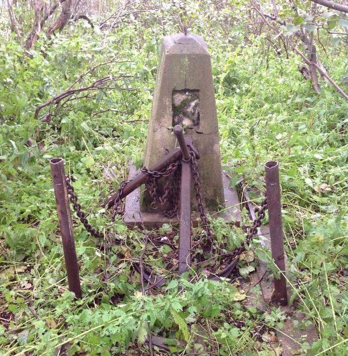 Безымянная могила в п. Лазарев Николаевского района. Октябрь 2015 г.